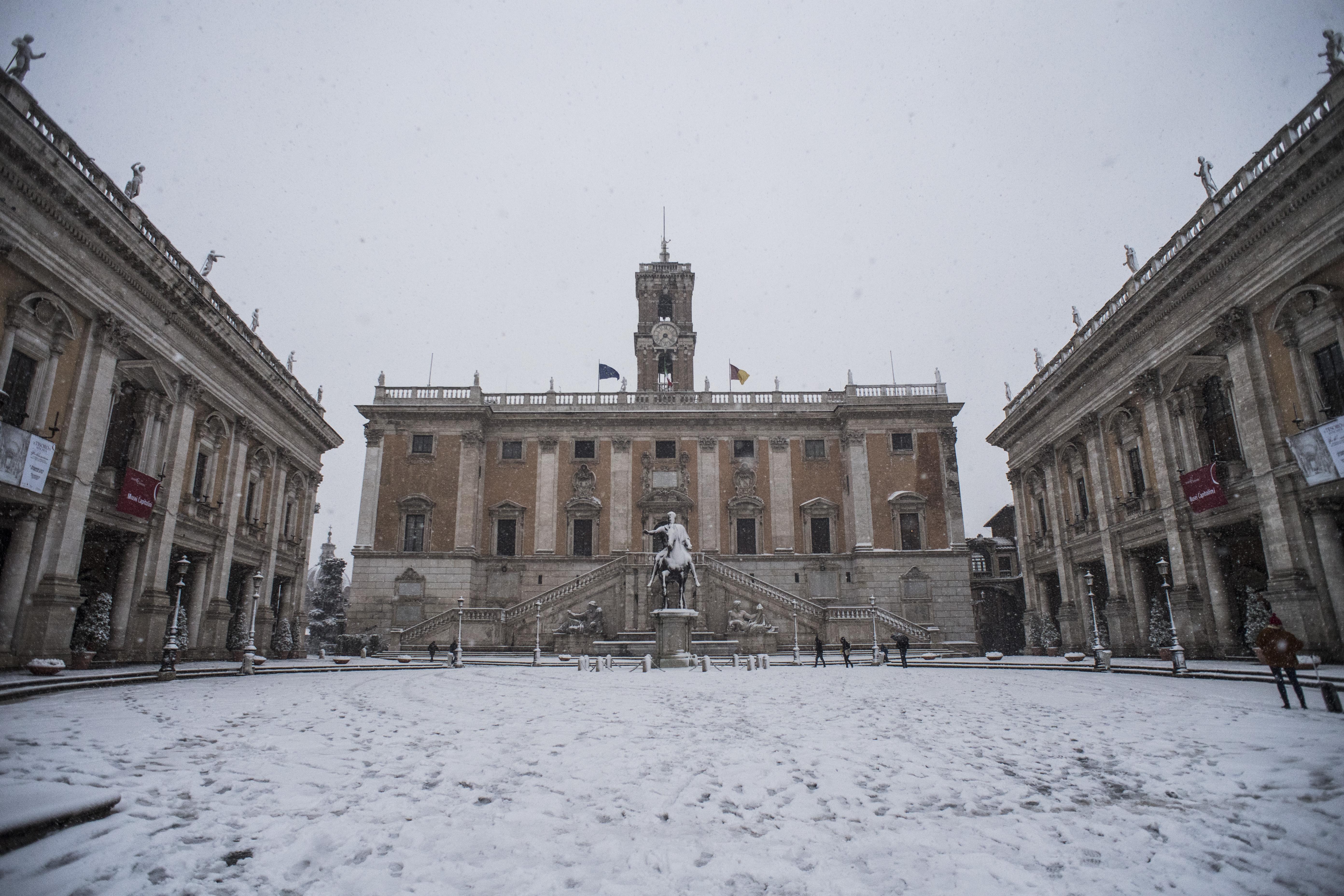 26/02/2018 Roma, nevicata nella notte nella capitale. Nella foto Piazza del Campidoglio con la neve